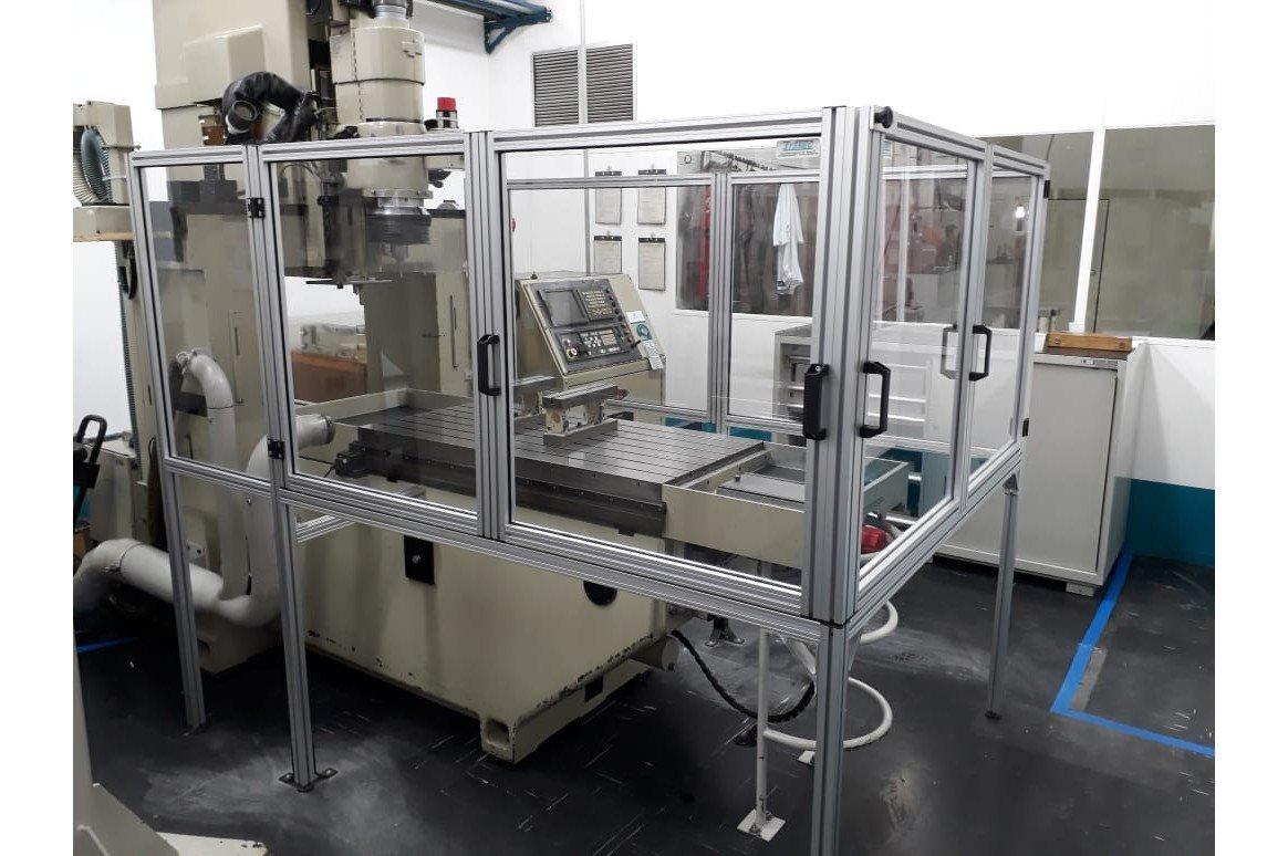 Proteções para máquinas em perfil de alumínio.